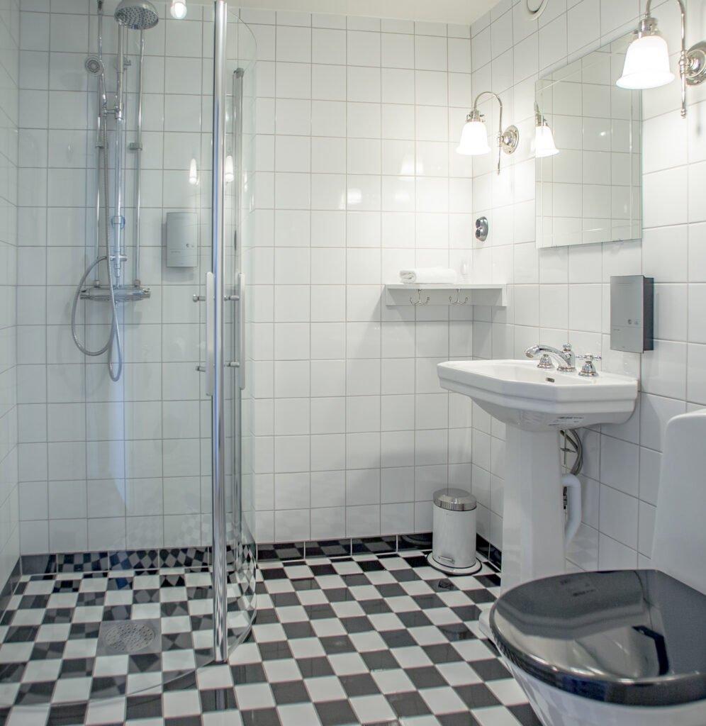 Superior Single Room bathroom